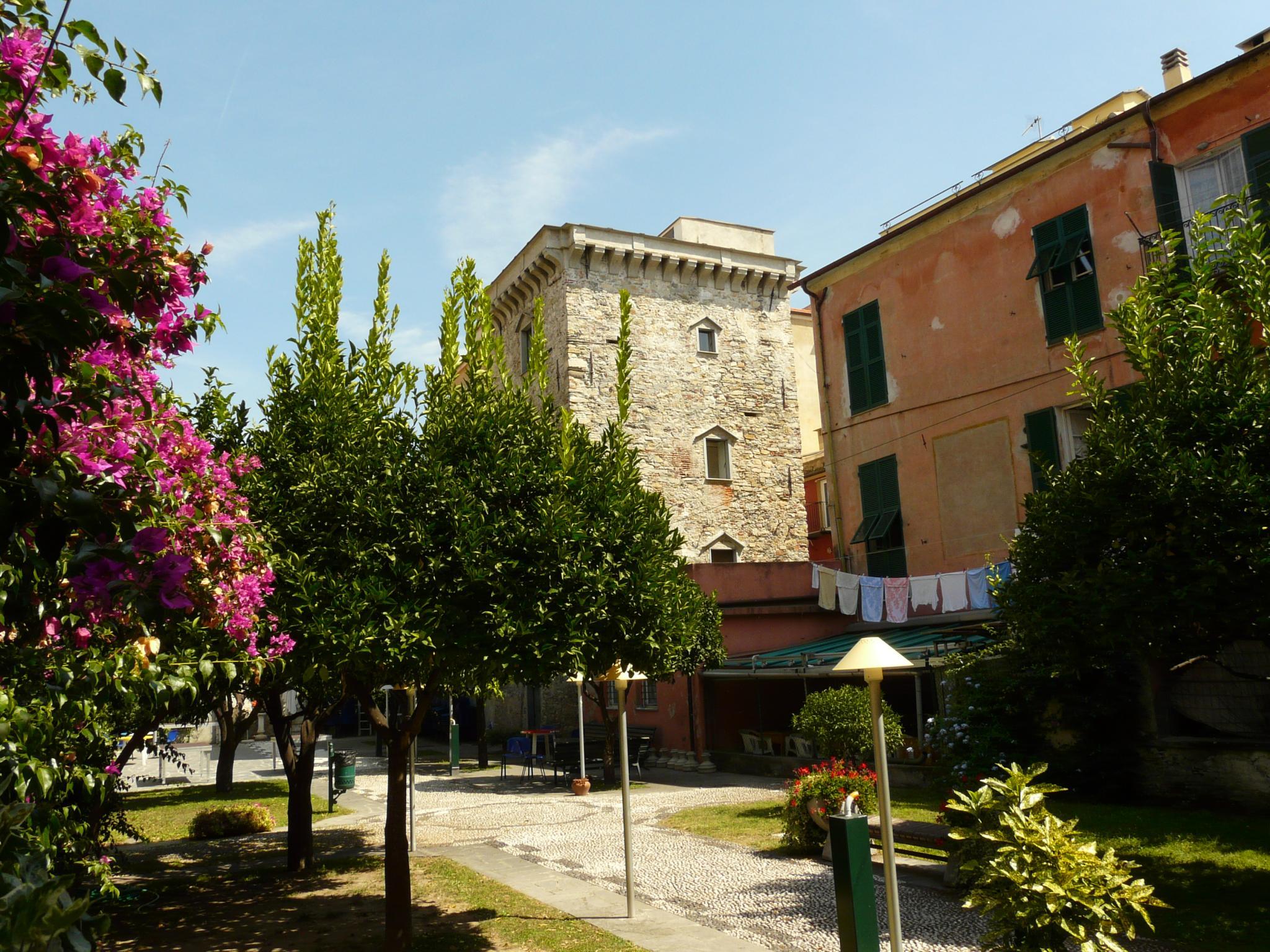 torre del borgo o torre saracena