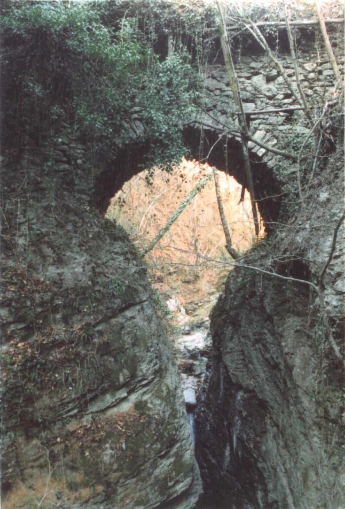 Liguria dantesca: il ponte di Dante
