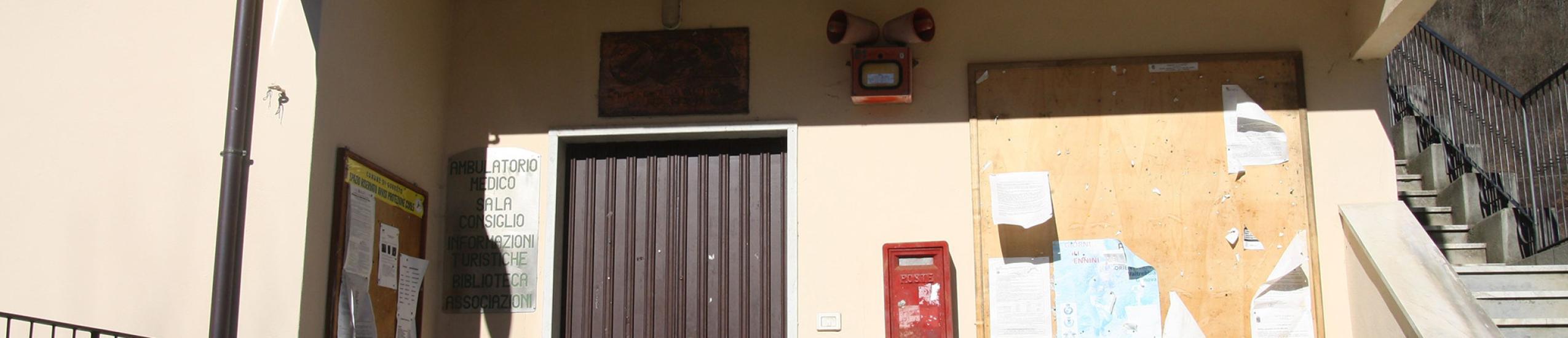 ingresso dell'edificio che ospita anche l'associazione
