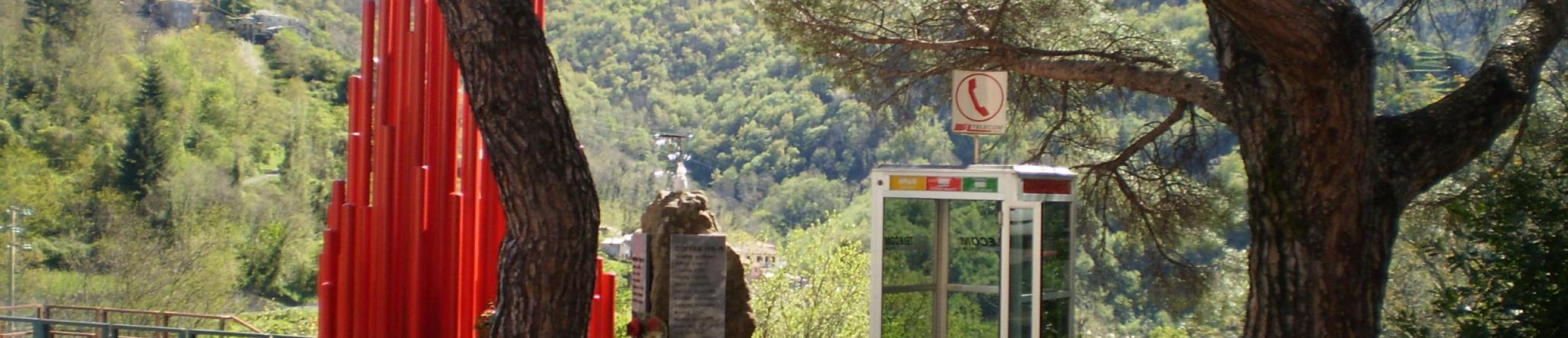 Vista monumenti e cabina telefonica