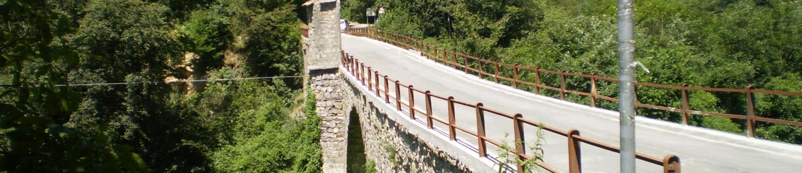 Vista del ponte da monte