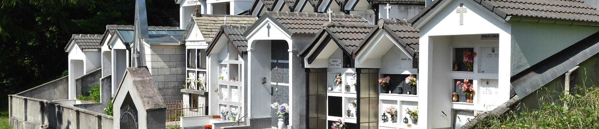 Il piccolo cimitero in Frazione Boasi