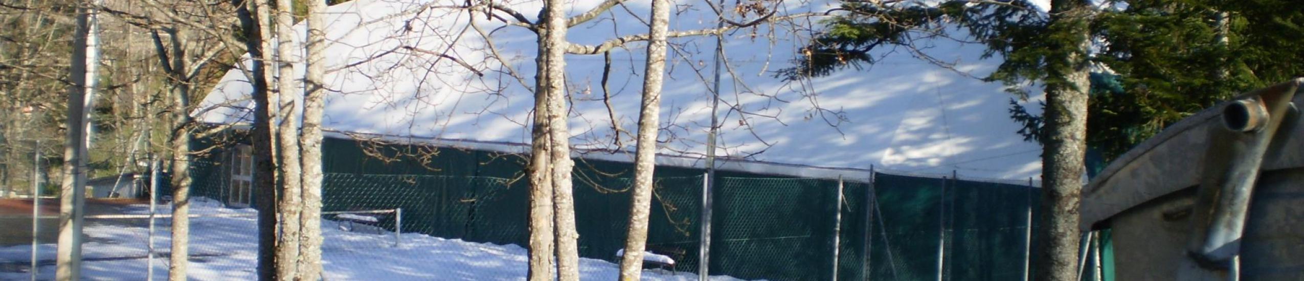 campo da tennis e da calcetto coperto