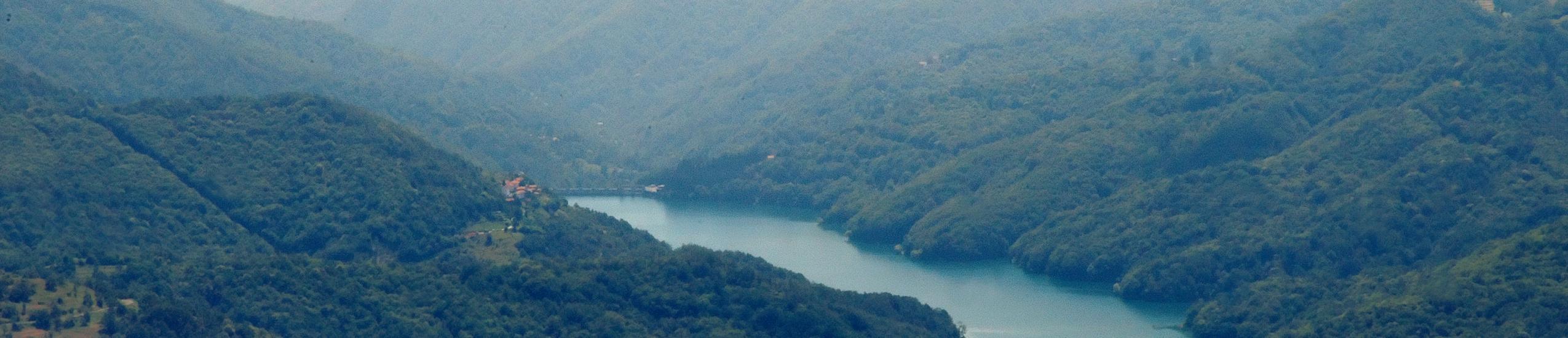 lago del brugneto - sentiero lungolago