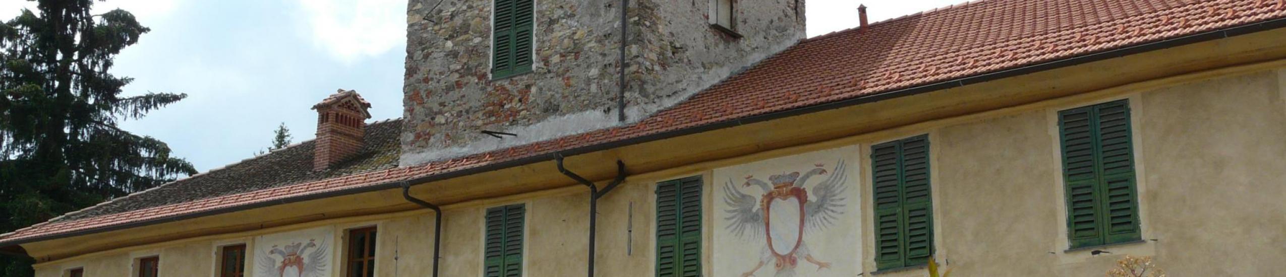 piazza xxv aprile con palazzo fieschi, palazzetto e casa del macello