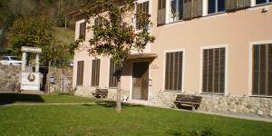 Farmacia e scuola a Montebruno