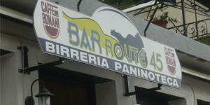L'insegna del bar