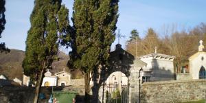 portale di accesso al cimitero di rovegno