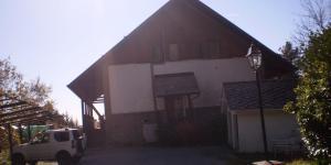 Edificio e parcheggio