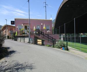 Il bar dei bassi vicino al campo sportivo
