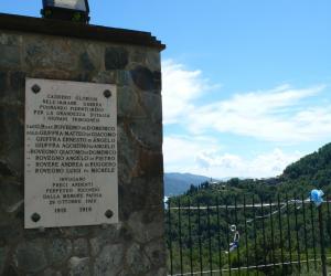 Monumento ai caduti e vista sulla valle