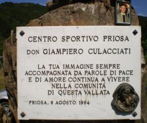 Particolare targa posta sul monumento