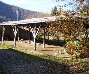 la tettoia che copre i campi