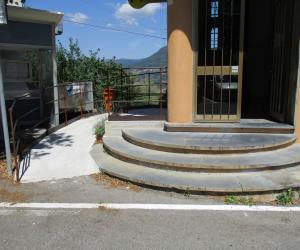 L'ingresso con rampa per disabili