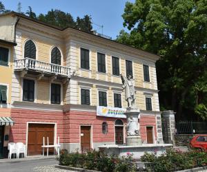 Villa Cavagnari affacciata su piazza Colombo