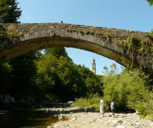 antico ponte in stile medioevale (1)