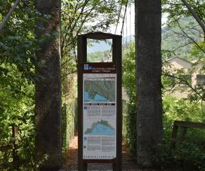 Il cartello situato dalla parte opposta del ponte una volta attraversato