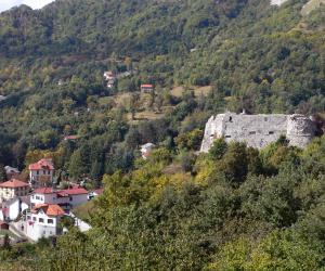ruderi del castello di torriglia (1)