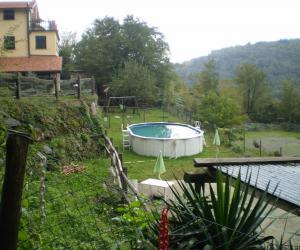 Panoramica zona piscina e giochi bimbi